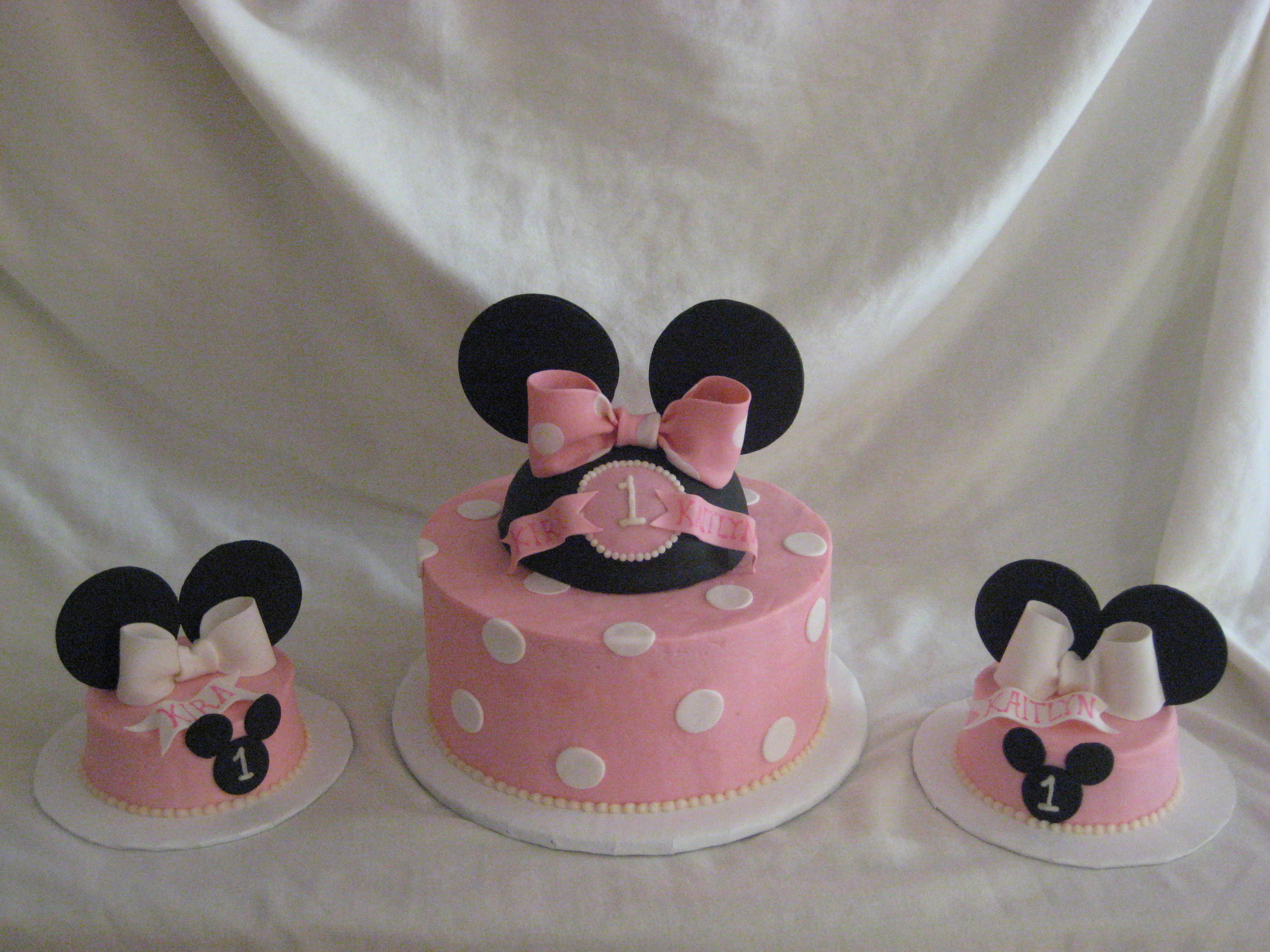 Minnie Mouse With Birthday Cake Icon
