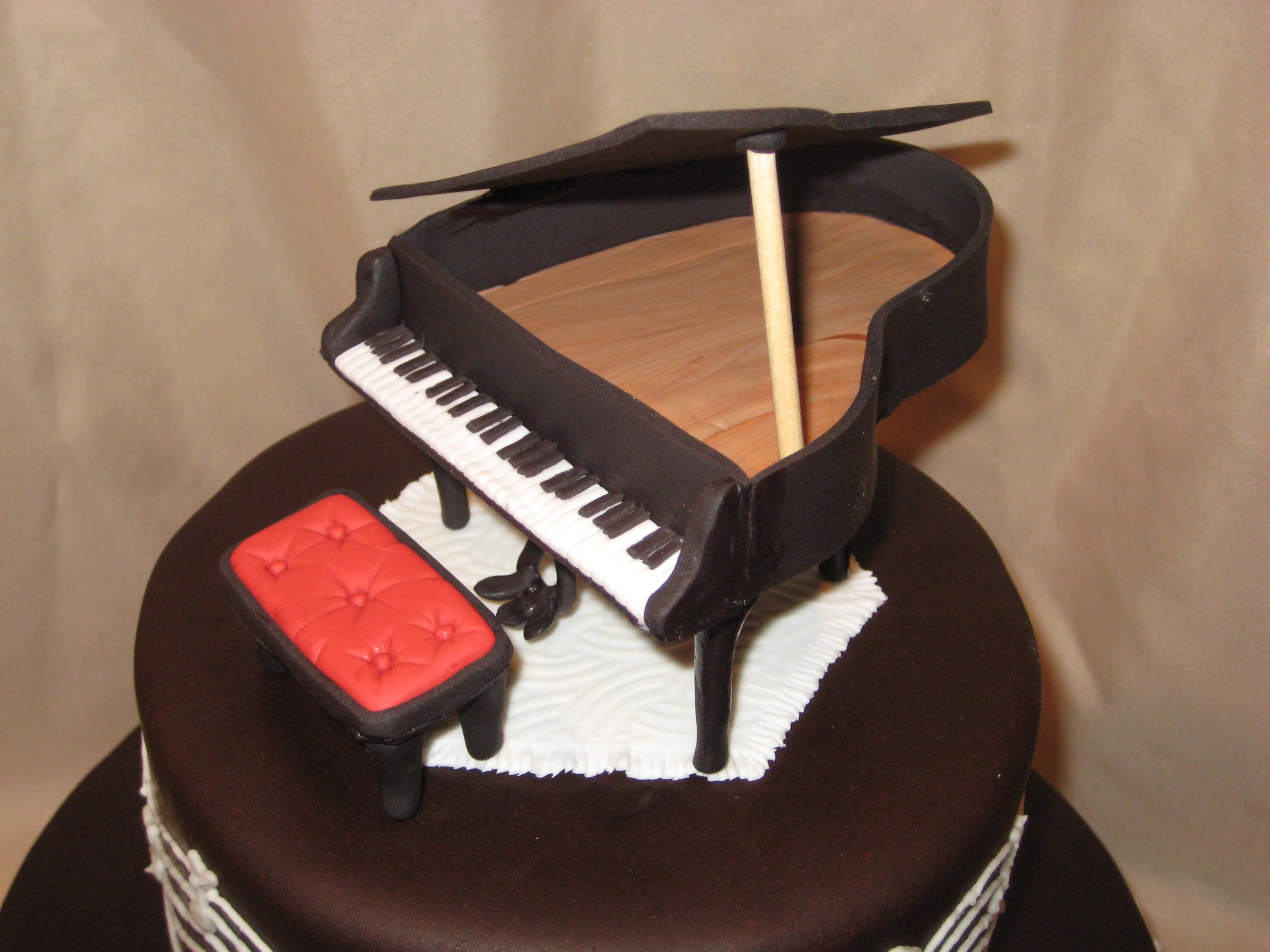 The Piano Cake