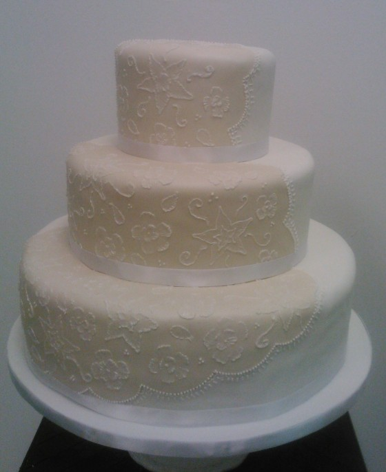 embroidery wedding cake